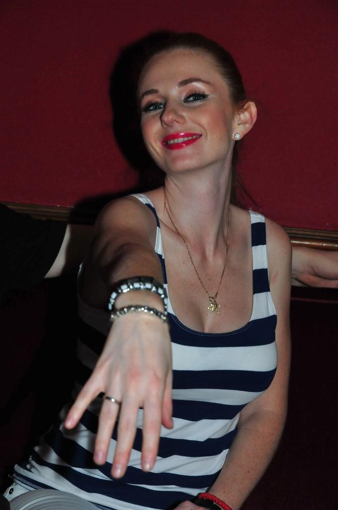 Lena portant mon bracelet